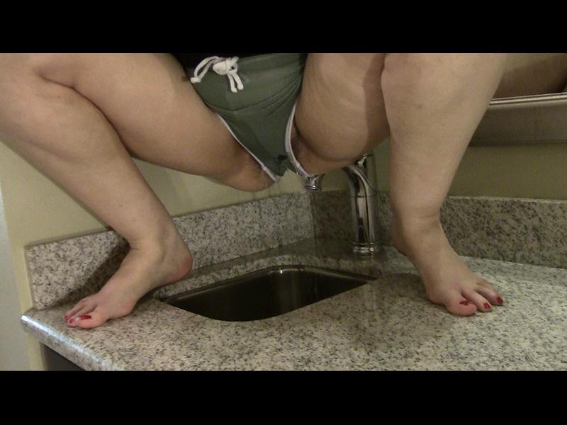 Ineed2pee alice piss shorts